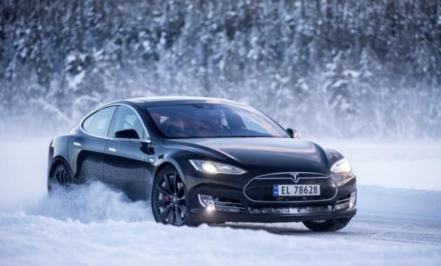 Электрокары Tesla будут «греть» свои аккумуляторы 1