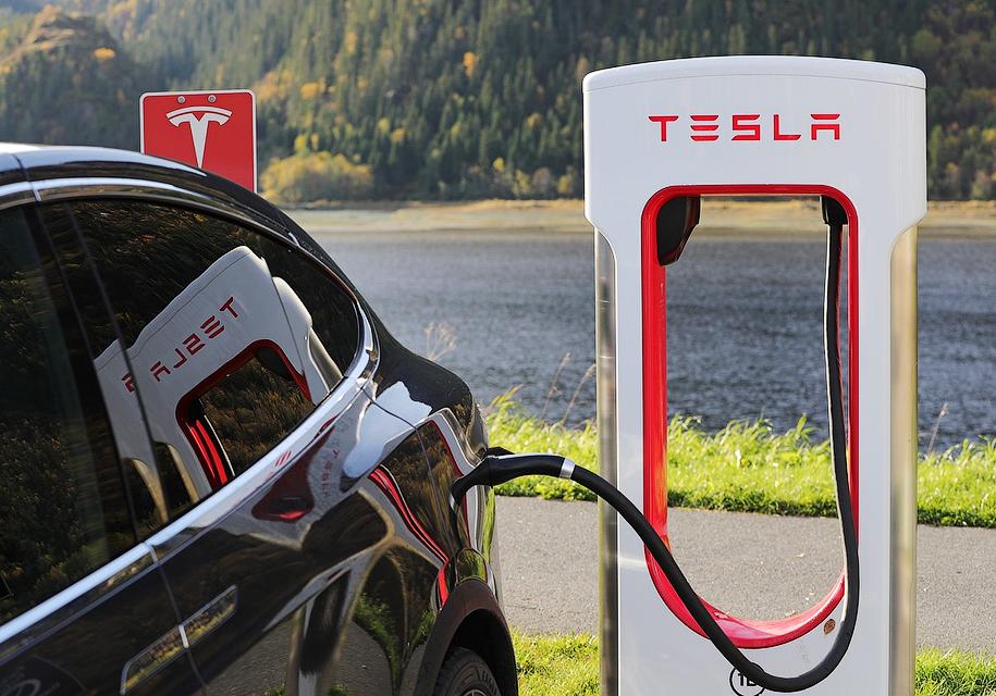 Tesla «объявила войну» таксистам 1