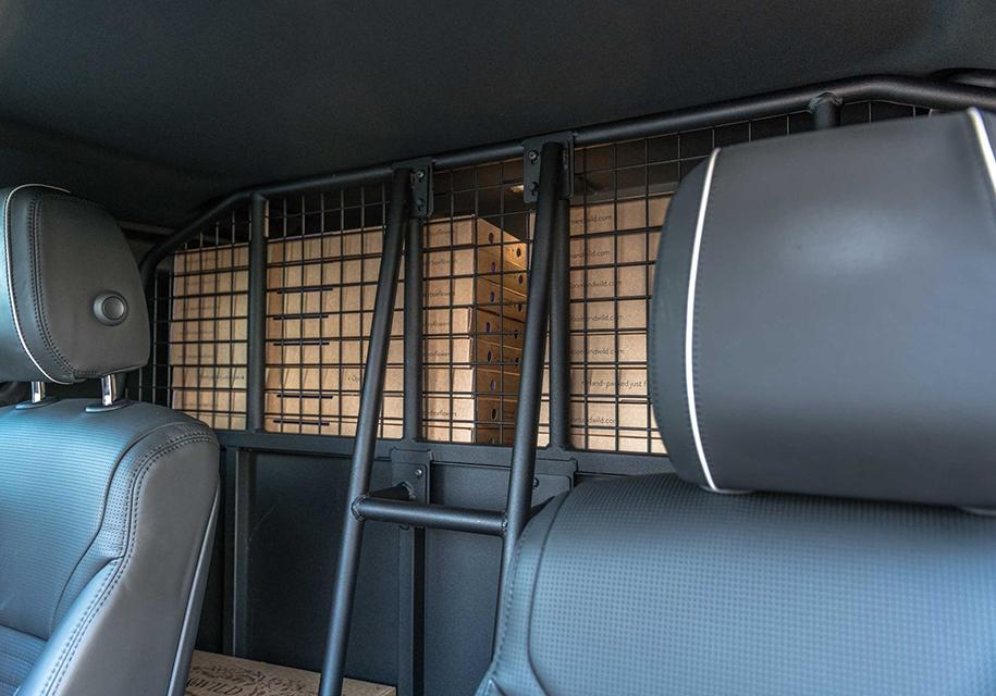 Land Rover Discovery «лишился» кресел и стекол 2
