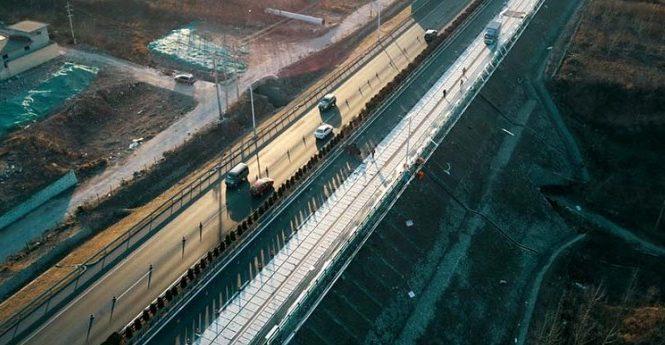 Китайская дорога научилась зарабатывать на солнечном свете 1