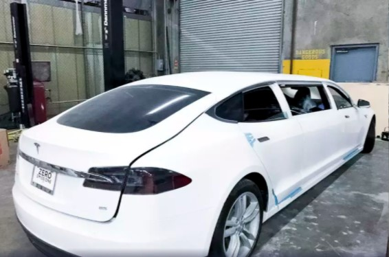 Лимузин Tesla выставили на аукцион 2