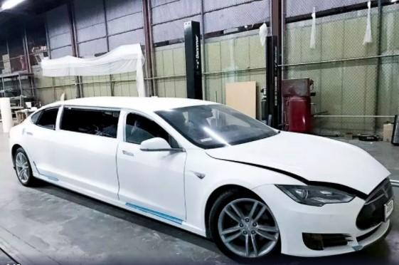 Лимузин Tesla выставили на аукцион 1