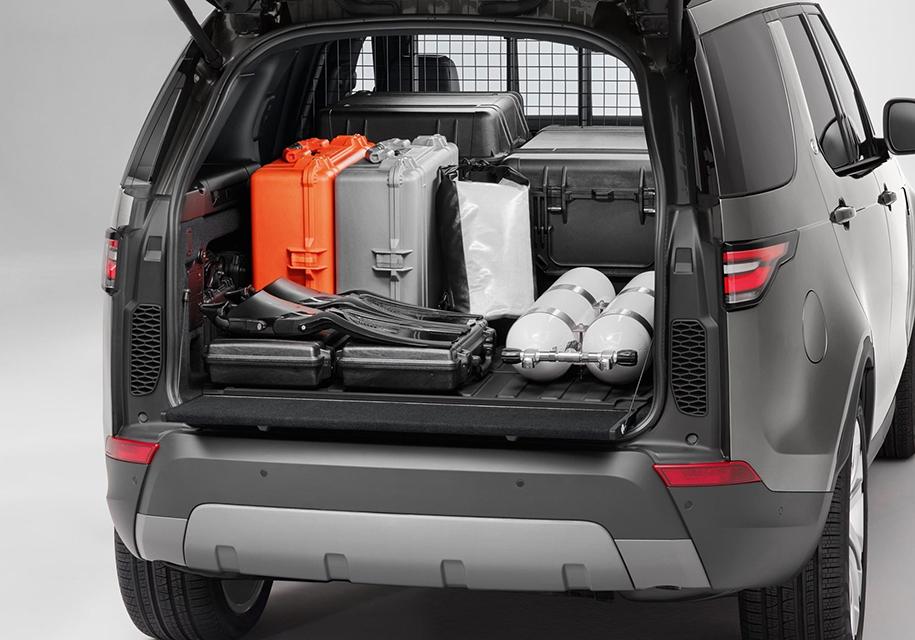 Land Rover Discovery «лишился» кресел и стекол 4