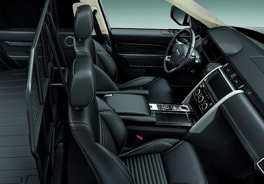 Land Rover Discovery «лишился» кресел и стекол 1