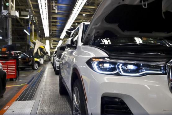 Самый большой внедорожник BMW встал на конвейер 1