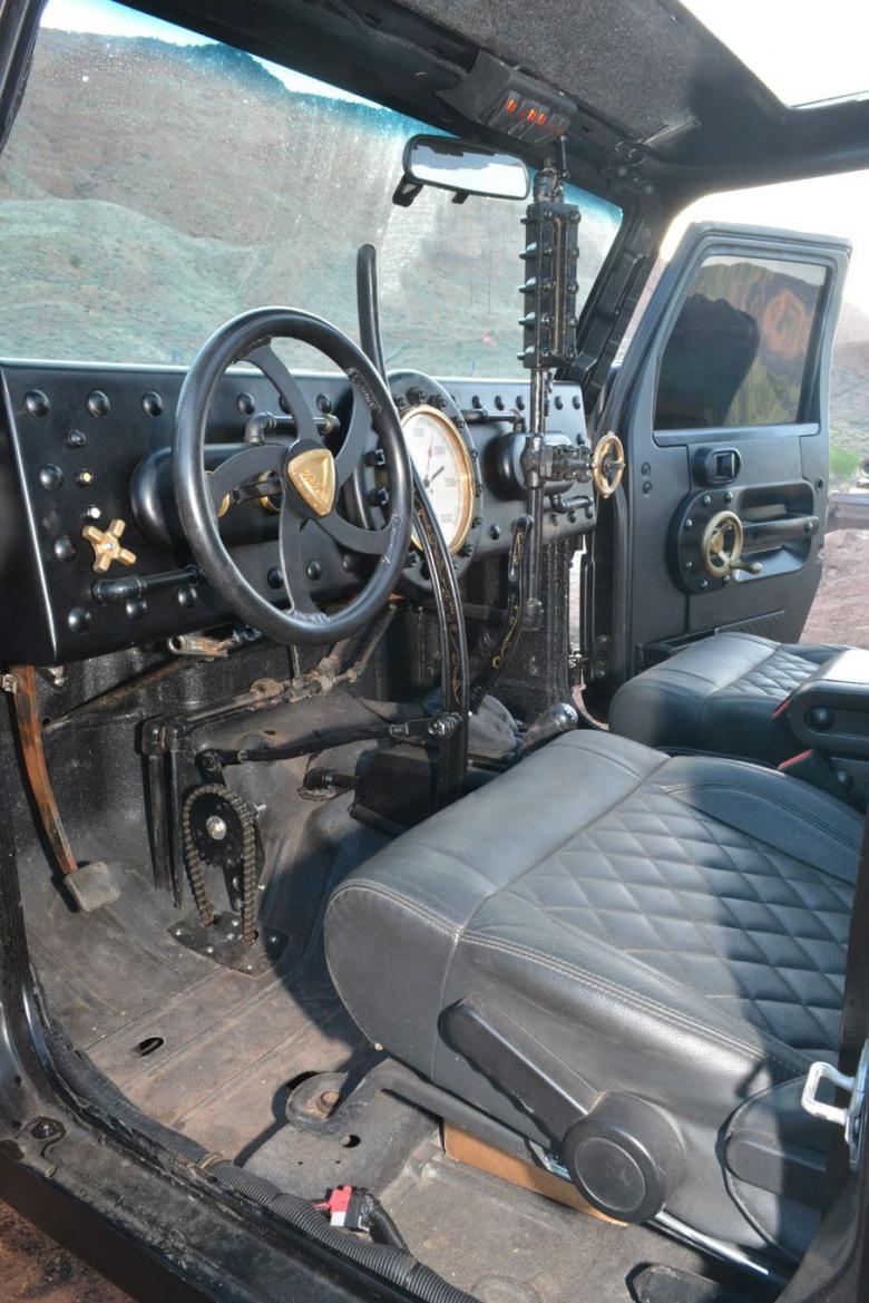 Внедорожник Jeep Wrangler «превратили» в паровоз 3