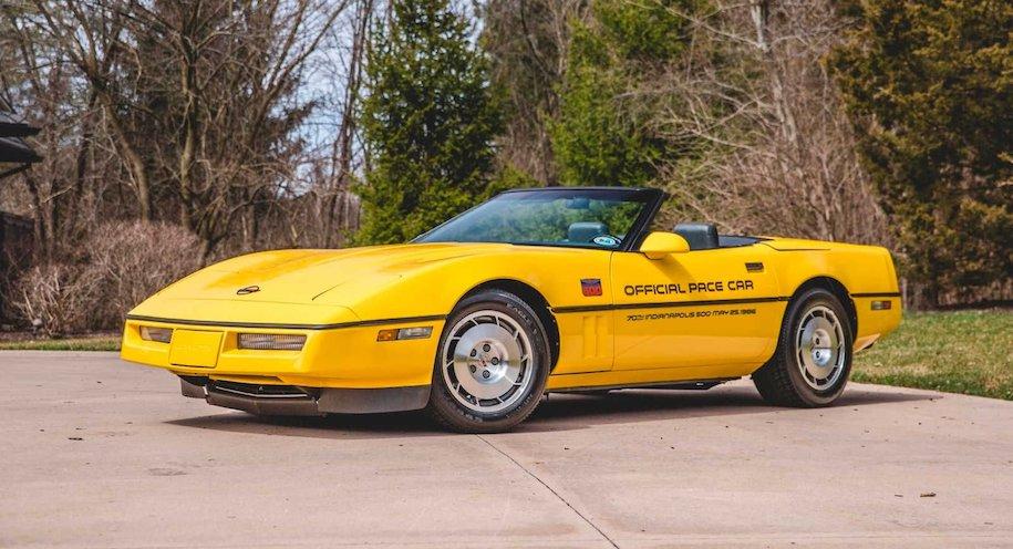 Коллекцию пейс-каров Chevrolet Corvette пустят с молотка 1