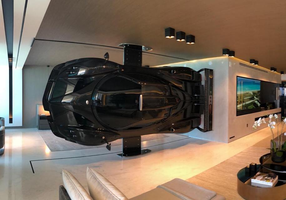 Суперкар Pagani «вписался» в интерьер гостиной комнаты 1