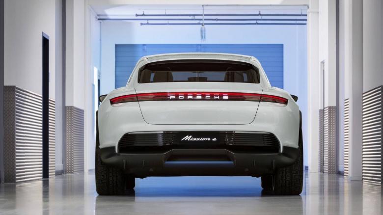 Porsche представила автомобиль со всеми поворотными колесами 3