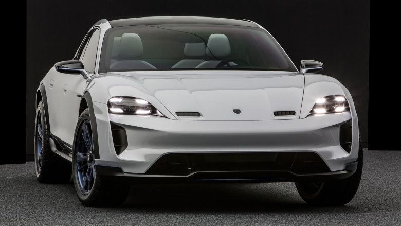 Porsche представила автомобиль со всеми поворотными колесами 1