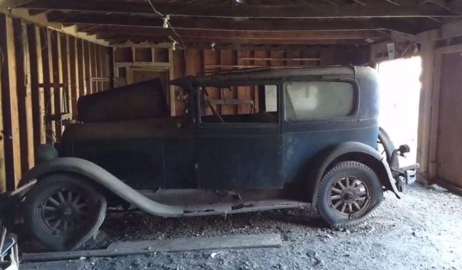 В гараже нашли 91-летний автомобиль 3