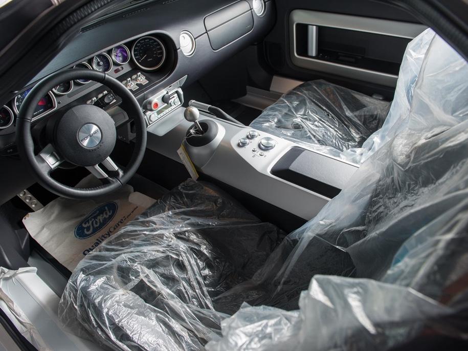 Одиннадцатилетний суперкар Ford GT без пробега уйдет с молотка 4