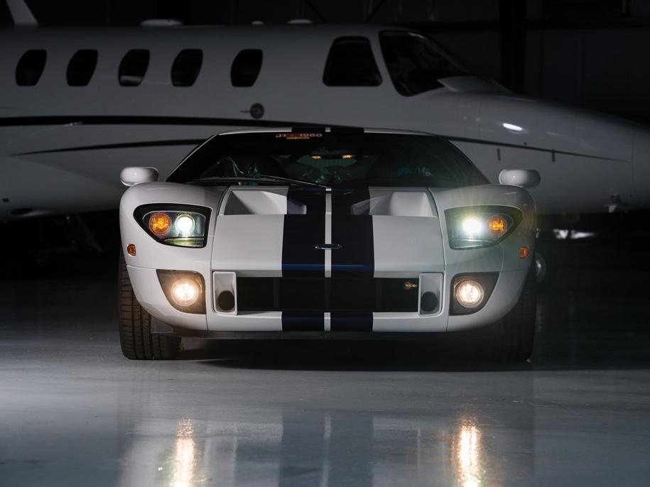 Одиннадцатилетний суперкар Ford GT без пробега уйдет с молотка 3
