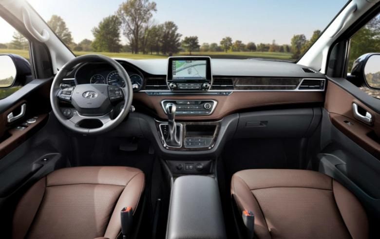 Популярный минивен Hyundai пережил рестайлинг 2