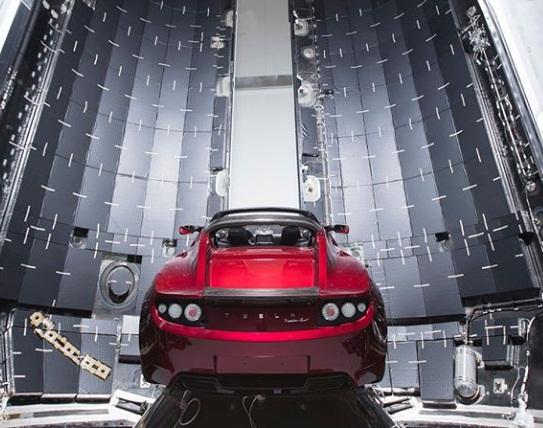 Глава Tesla показал электрокар, который отправят на Марс 2