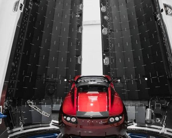 Глава Tesla показал электрокар, который отправят на Марс 1