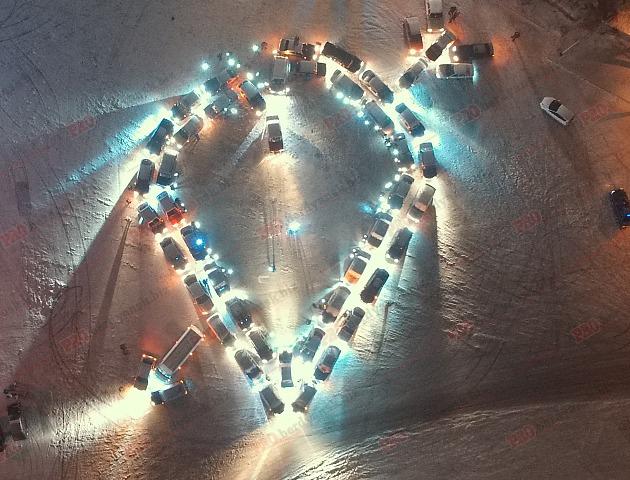Украинские автомобилисты провели романтический флешмоб 3