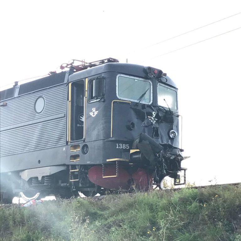 БТР попал под поезд и уцелел 2