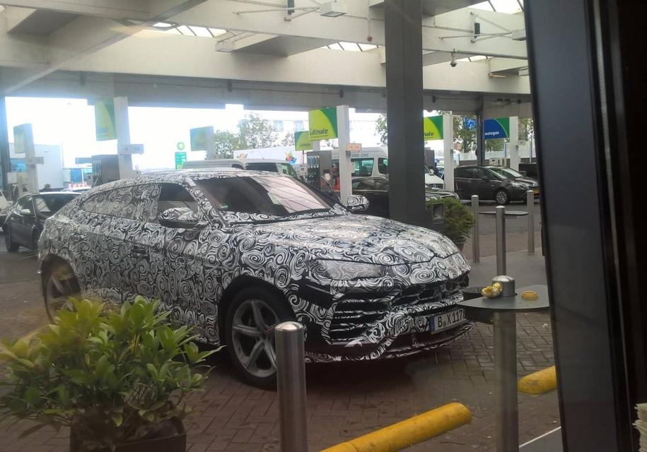 Шпионы сфотографировали Lamborghini Urus вблизи 1