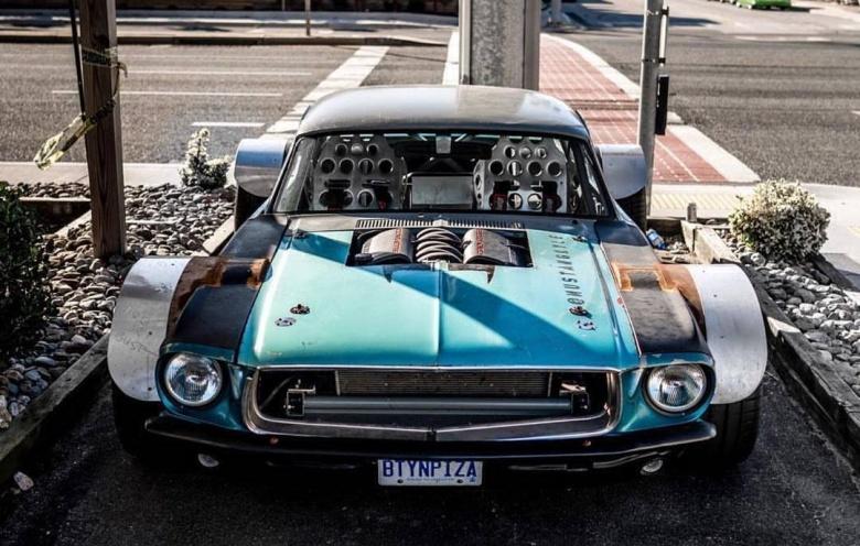 Канадец сделал «плоский» Mustang 1