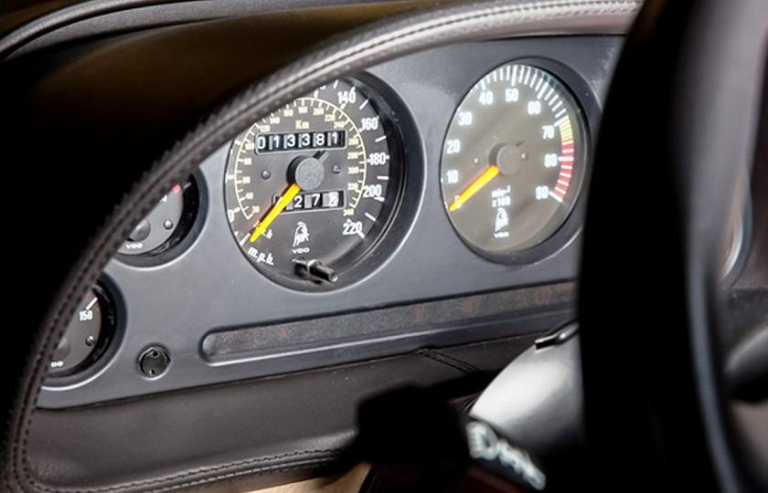 Lamborghini 1994 года продадут по цене нового 2