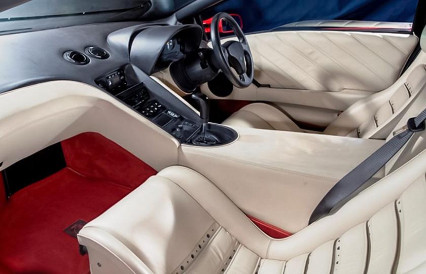 Lamborghini 1994 года продадут по цене нового 3