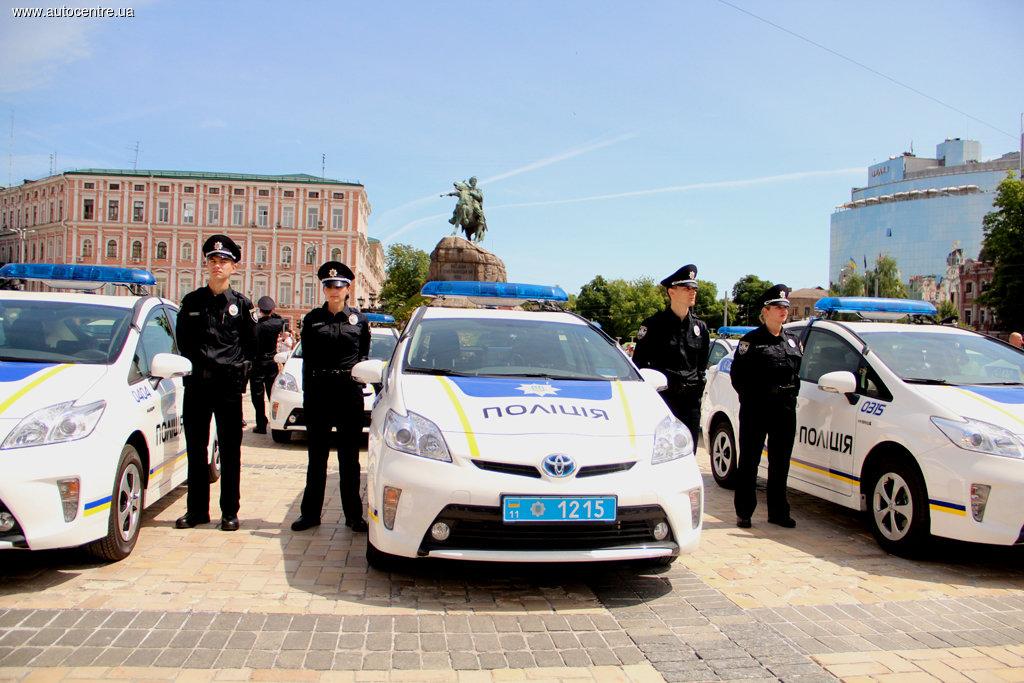 Полицейские устанавливают более тщательный контроль над автомобилями и пешеходами 1