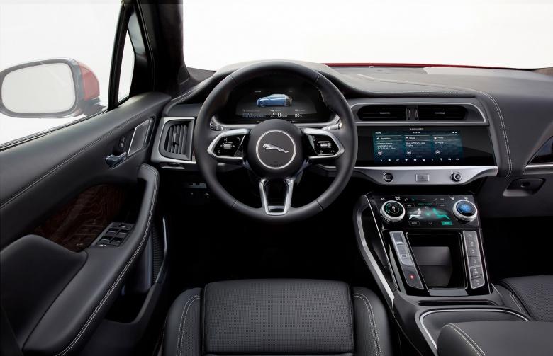 Новому Jaguar I-Pace устроили гонку с двумя «Теслами» 4