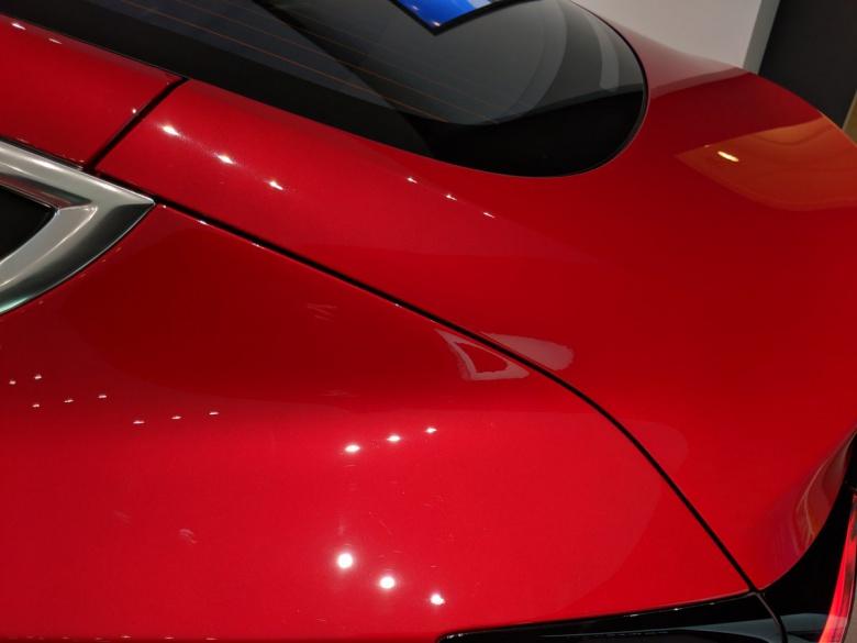 «Эксперт» попытался придраться к Tesla Model 3 1