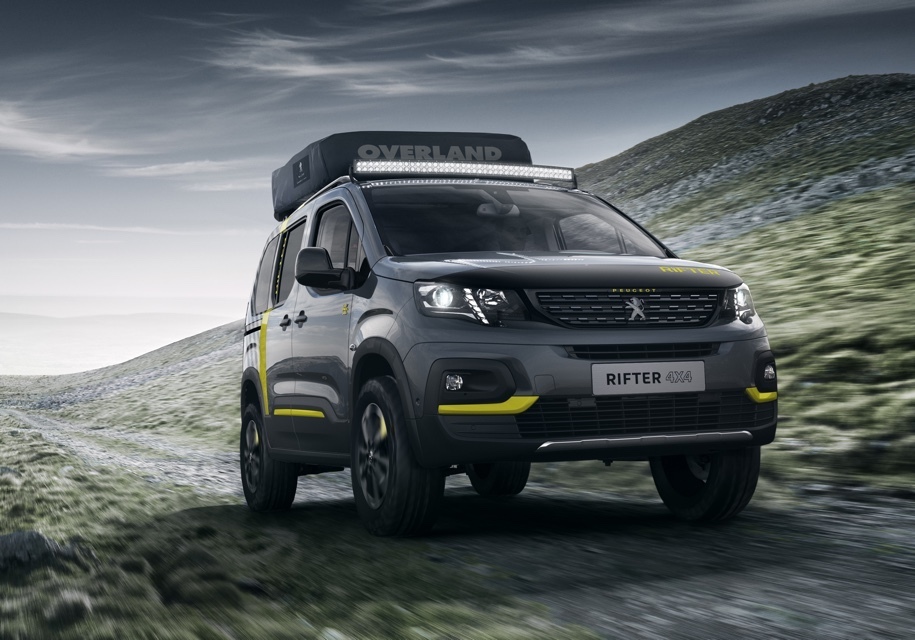 Фургон Peugeot Rifter стал внедорожником с палаткой на крыше 1