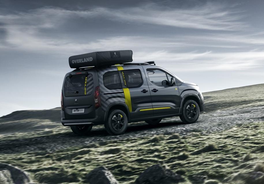 Фургон Peugeot Rifter стал внедорожником с палаткой на крыше 2