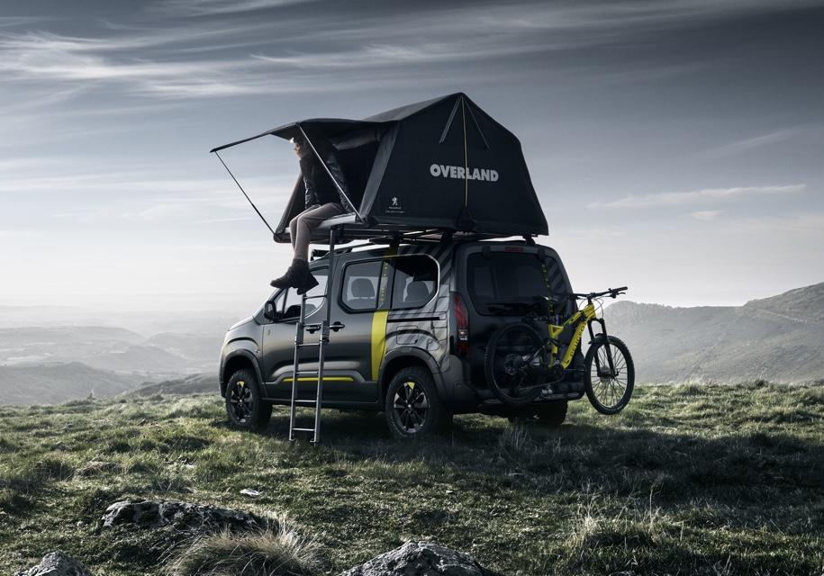 Фургон Peugeot Rifter стал внедорожником с палаткой на крыше 3