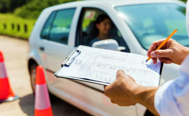 В Украине хотят отменить автошколы и курсы вождения 1