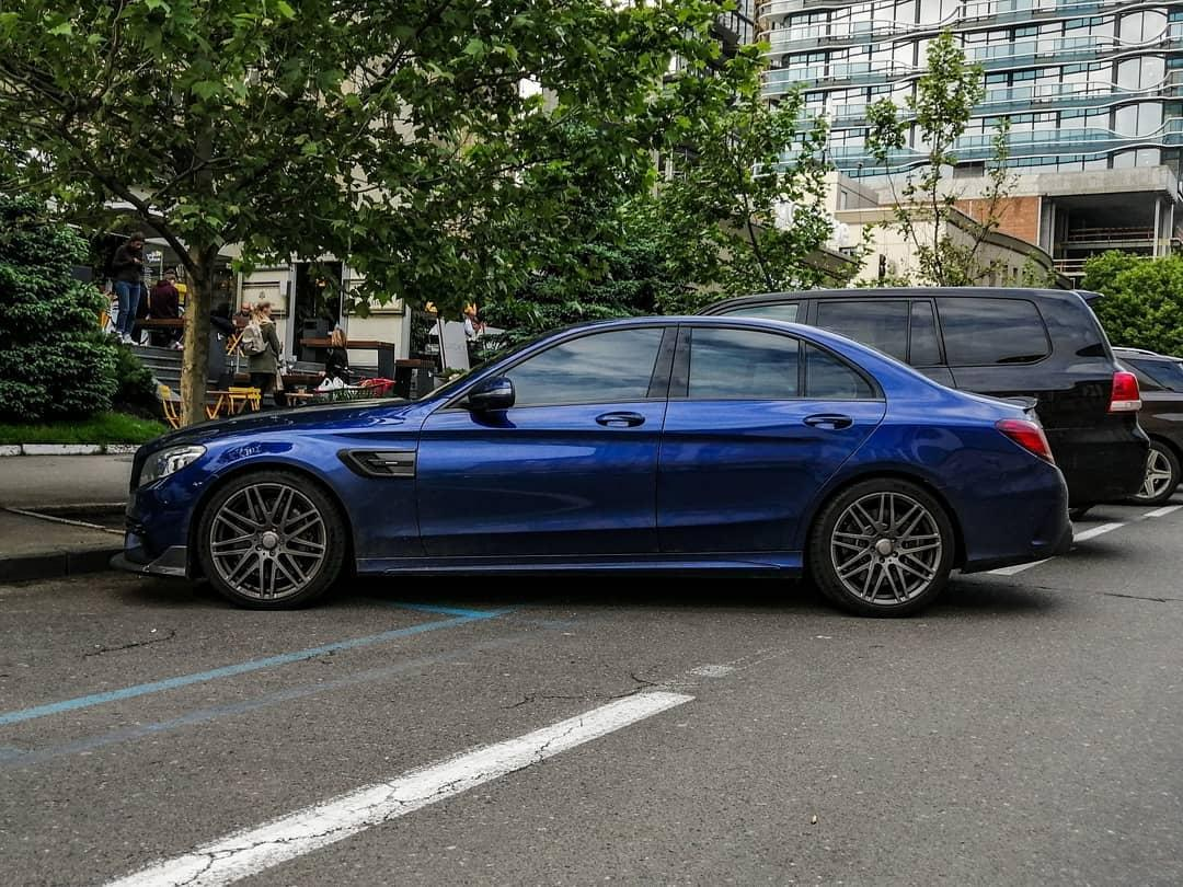 В Украине заметили сверхмощный седан Mercedes Brabus 3