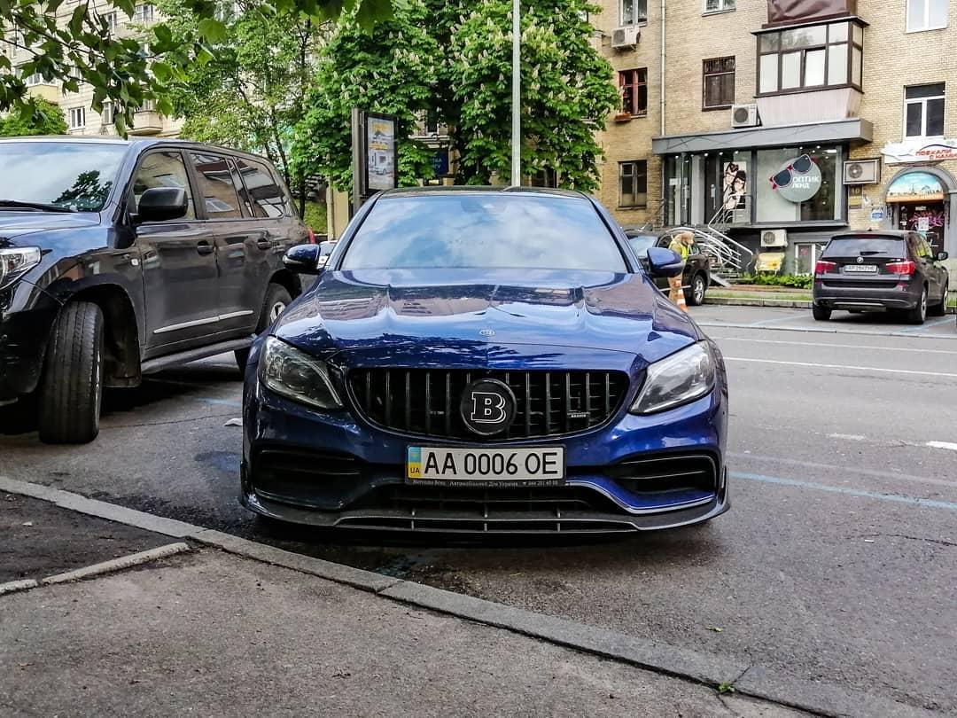 В Украине заметили сверхмощный седан Mercedes Brabus 2
