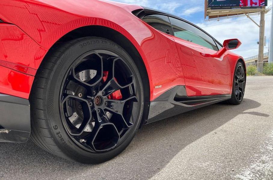 Lamborghini Huracan с пробегом 300 тысяч километров продают по рекордной цене - 130 тысяч долларов 3