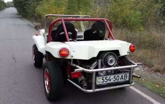 Украинский умелец превратил старый горбатый Запорожец-968 в уникальный автомобиль-сафари 2