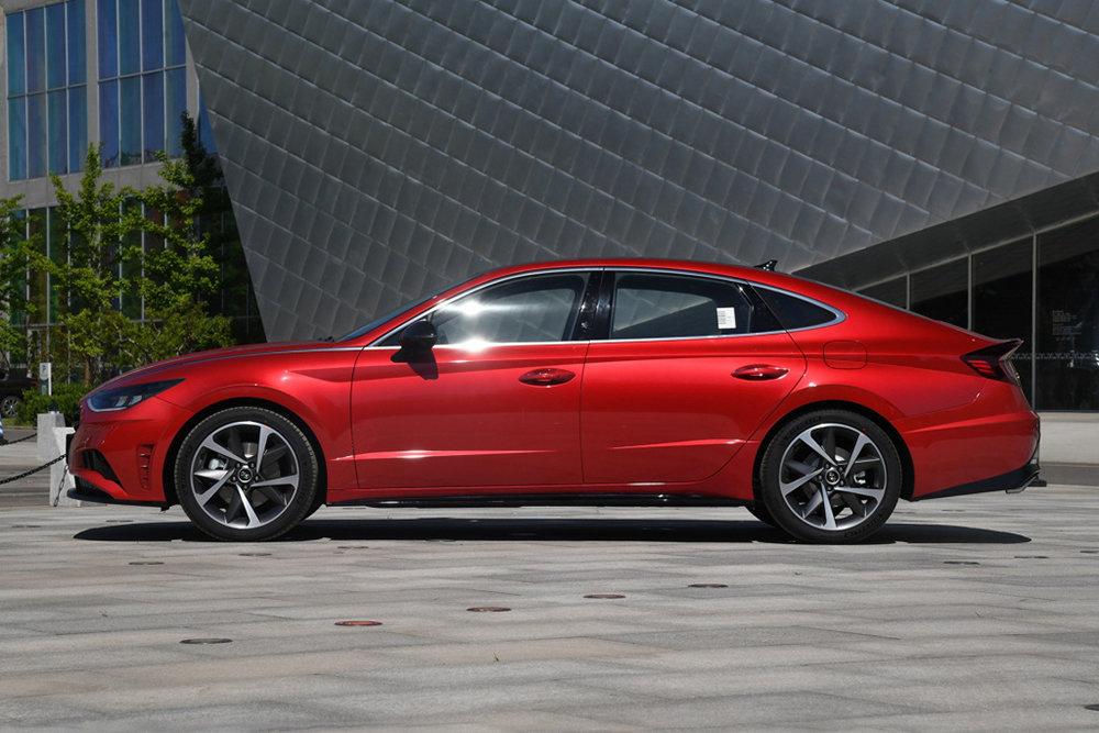 Новая Hyundai Sonata получила удлиненную версию 4