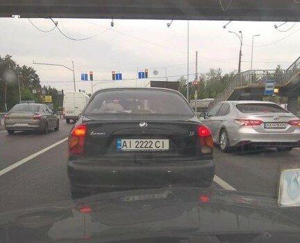 Когда понты дороже денег: в Украине засекли Ланос с на элитных номерах 1