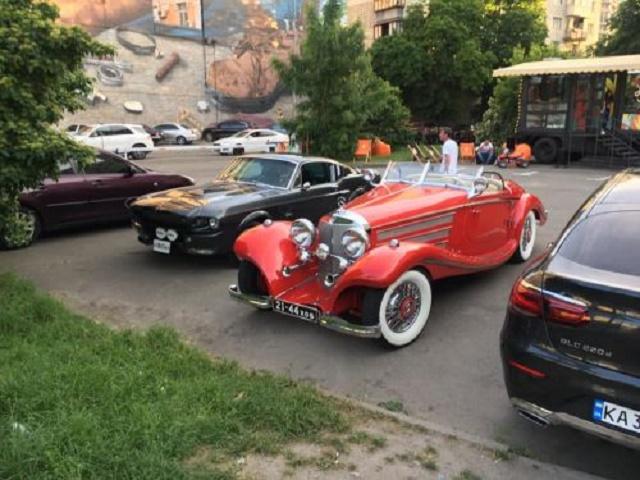 В Украине заметили уникальный довоенный родстер Mercedes 1