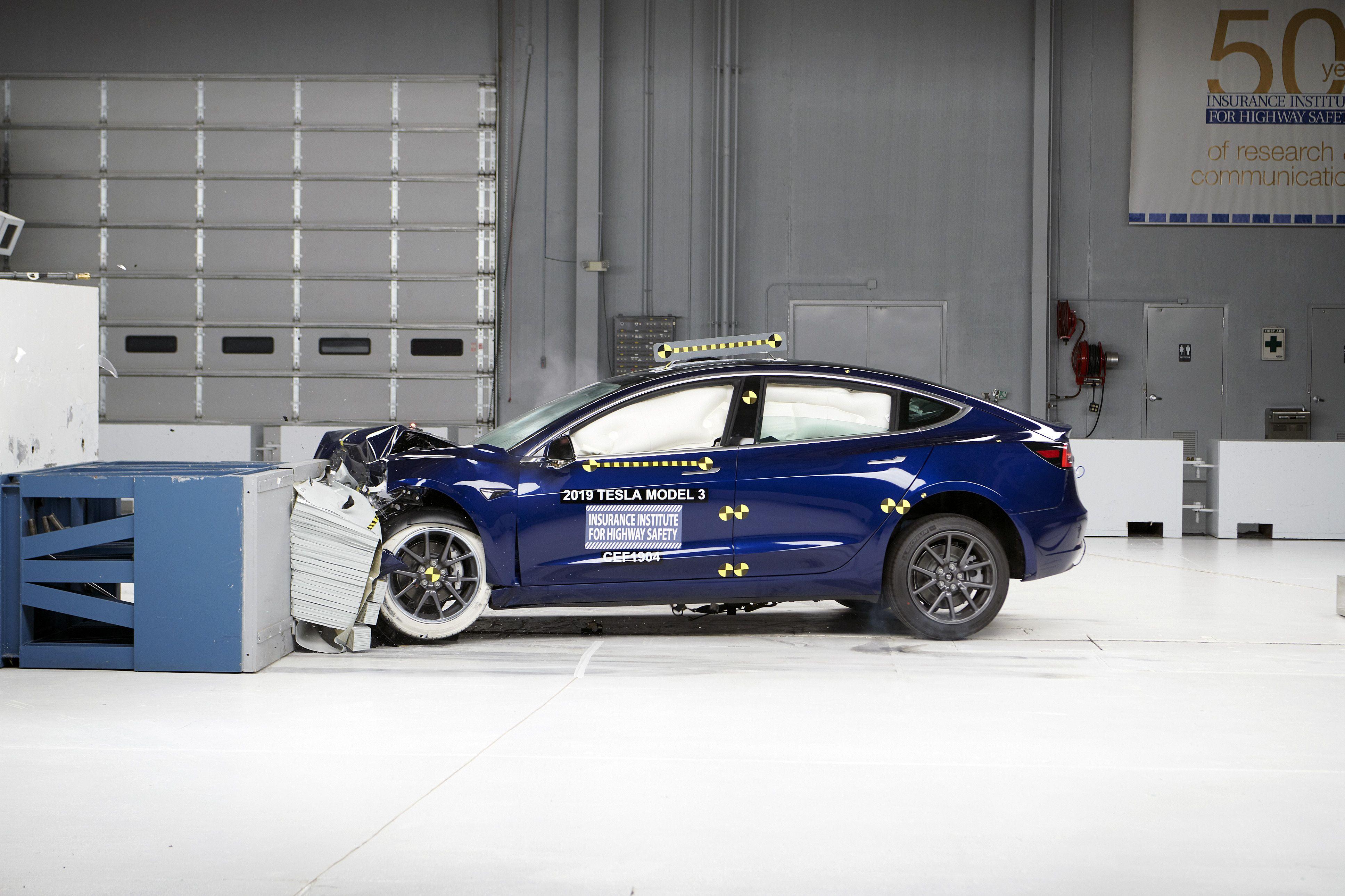 Названы самые безопасные автомобили 2020 года 1