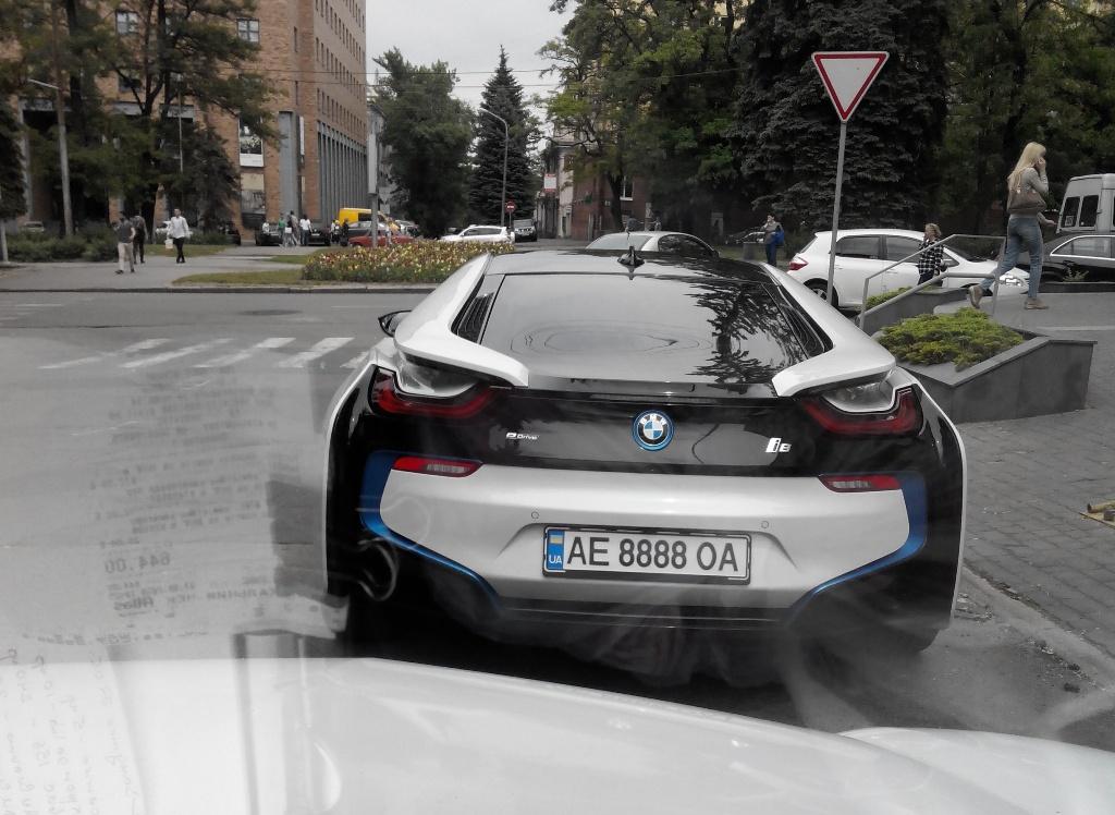 В Украине замечен новейший BMW i8 1