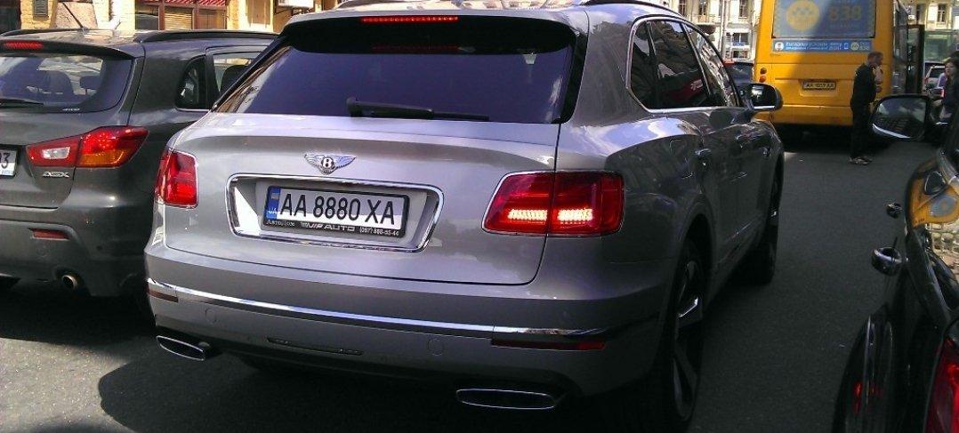 В Украине замечен новейший внедорожник Bentley Bentayga 2