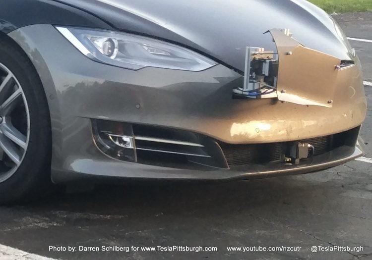 Компания Tesla показала новую модель с «автопилотом второго поколения» 3