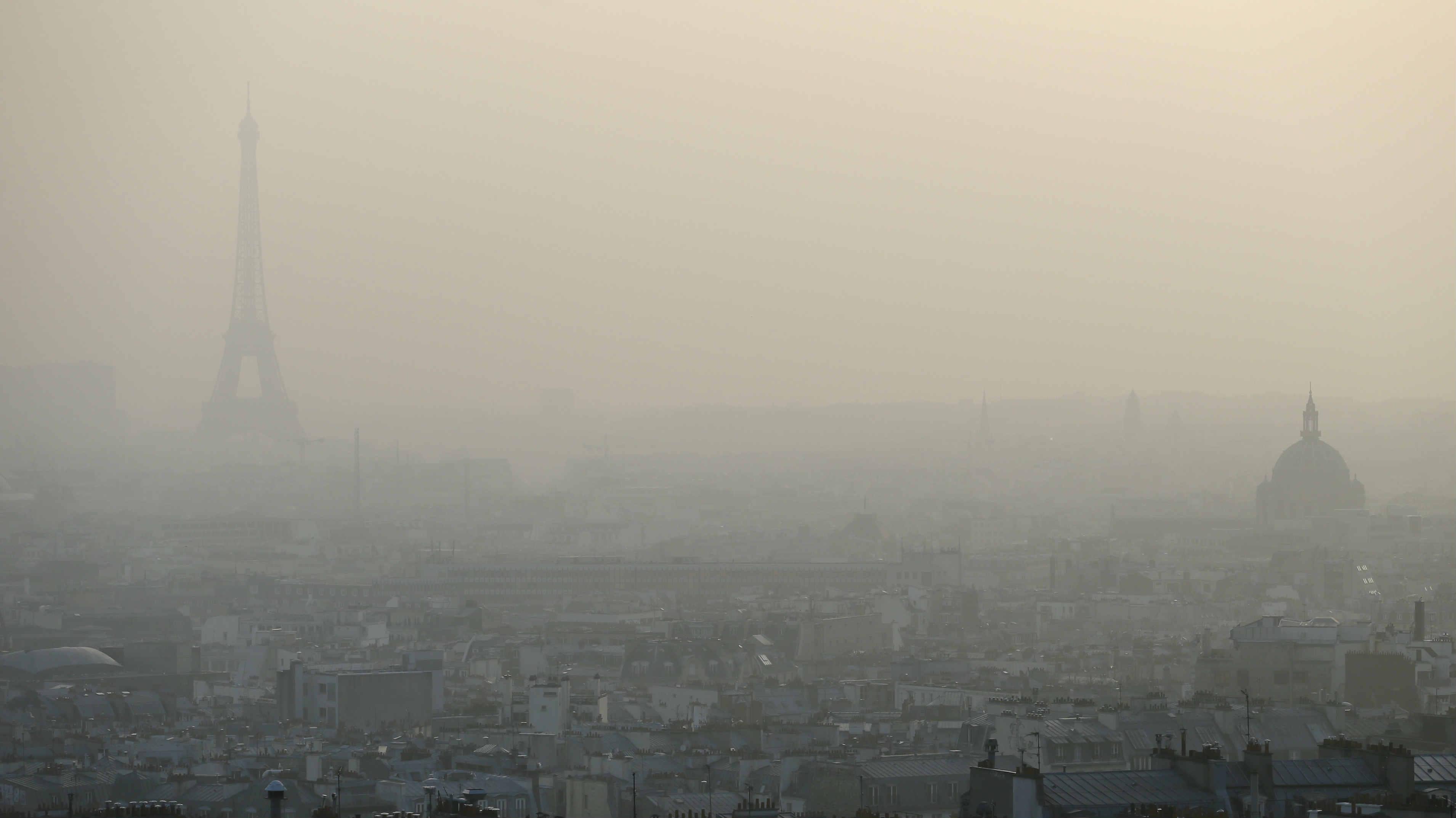 В Париже ограничат передвижение на старых авто 1