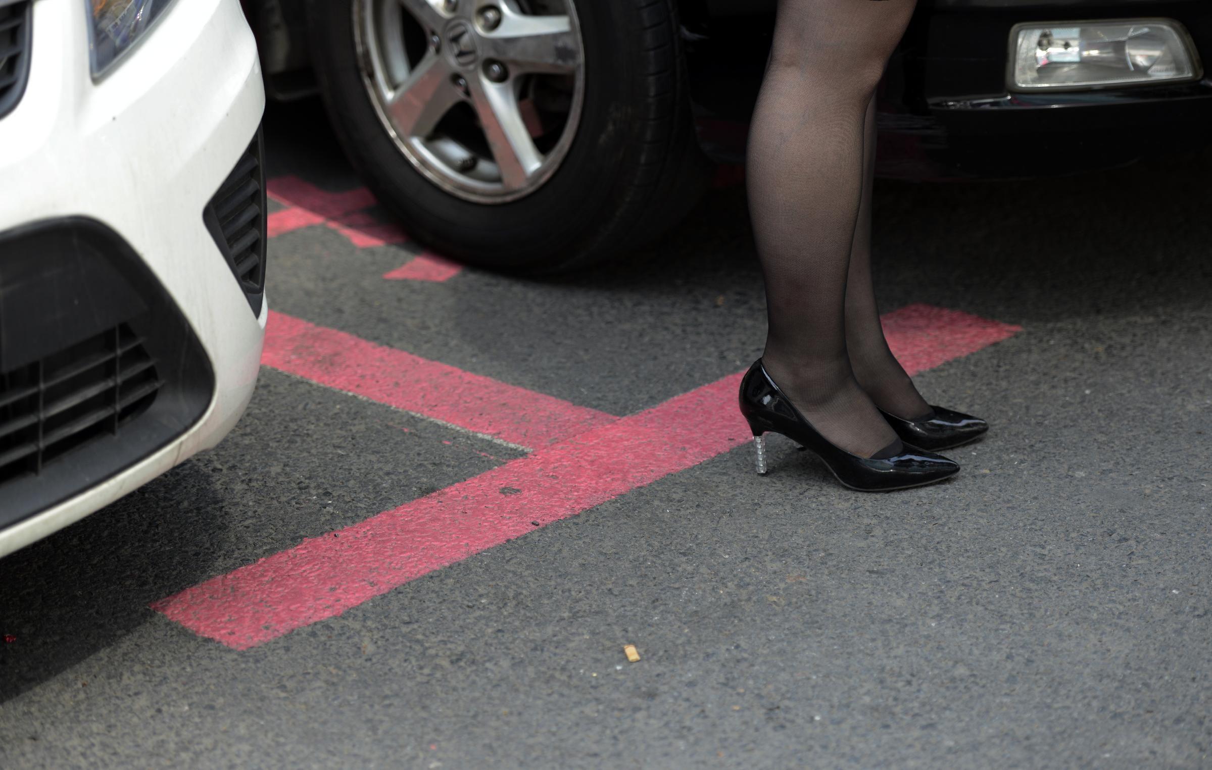 В Китае появилась парковка для девушек 2