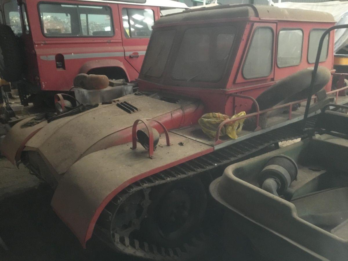 На заброшенном складе нашли редчайшие автомобили Land Rover 2