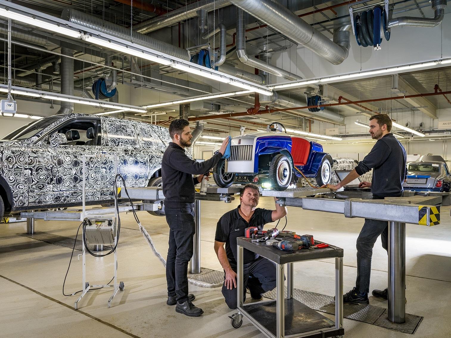 Игрушечный Rolls-Royce отправили на настоящее техобслуживание 1