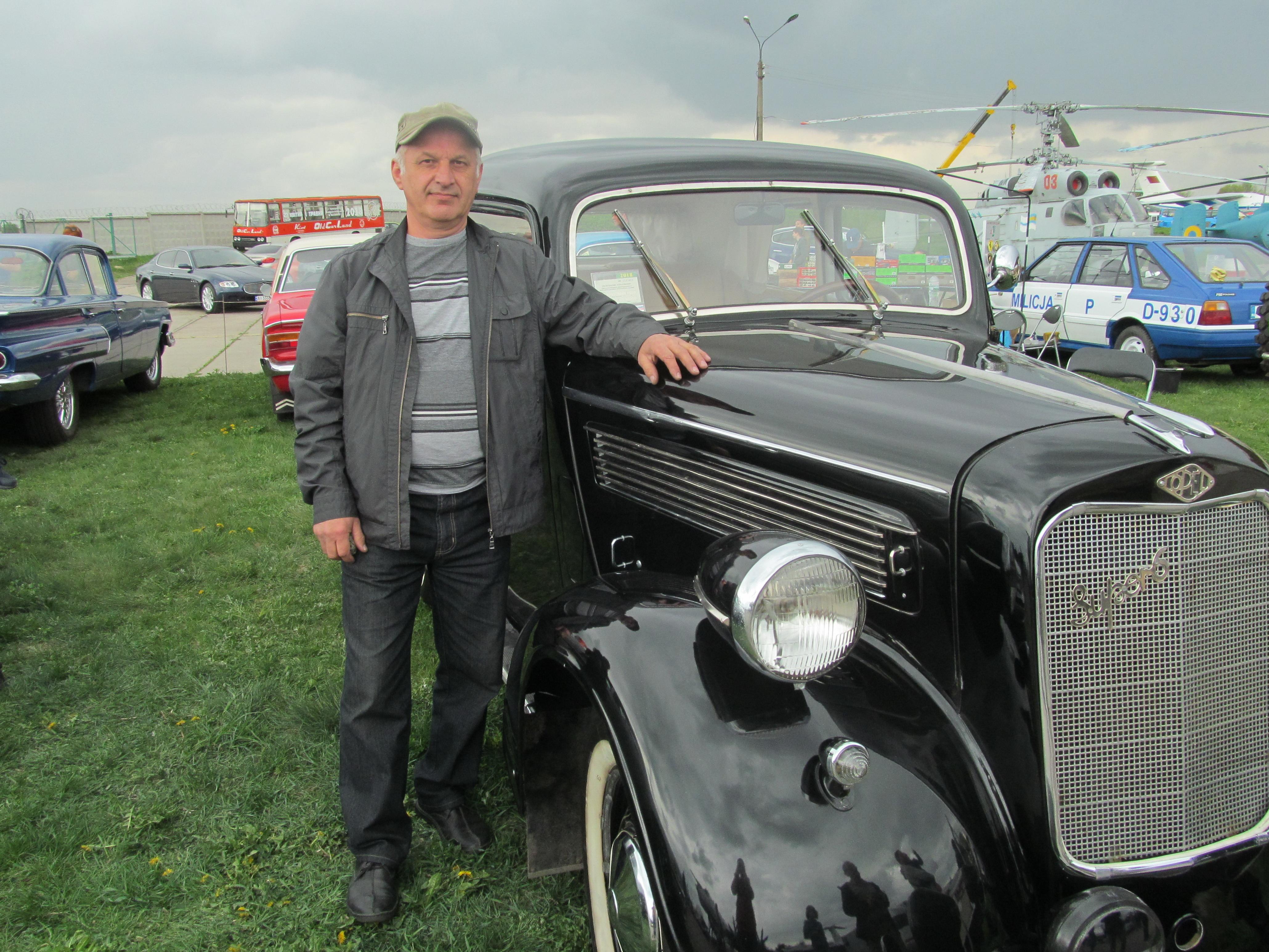 Украинец восстановил раритетный автомобиль 1937 года 1