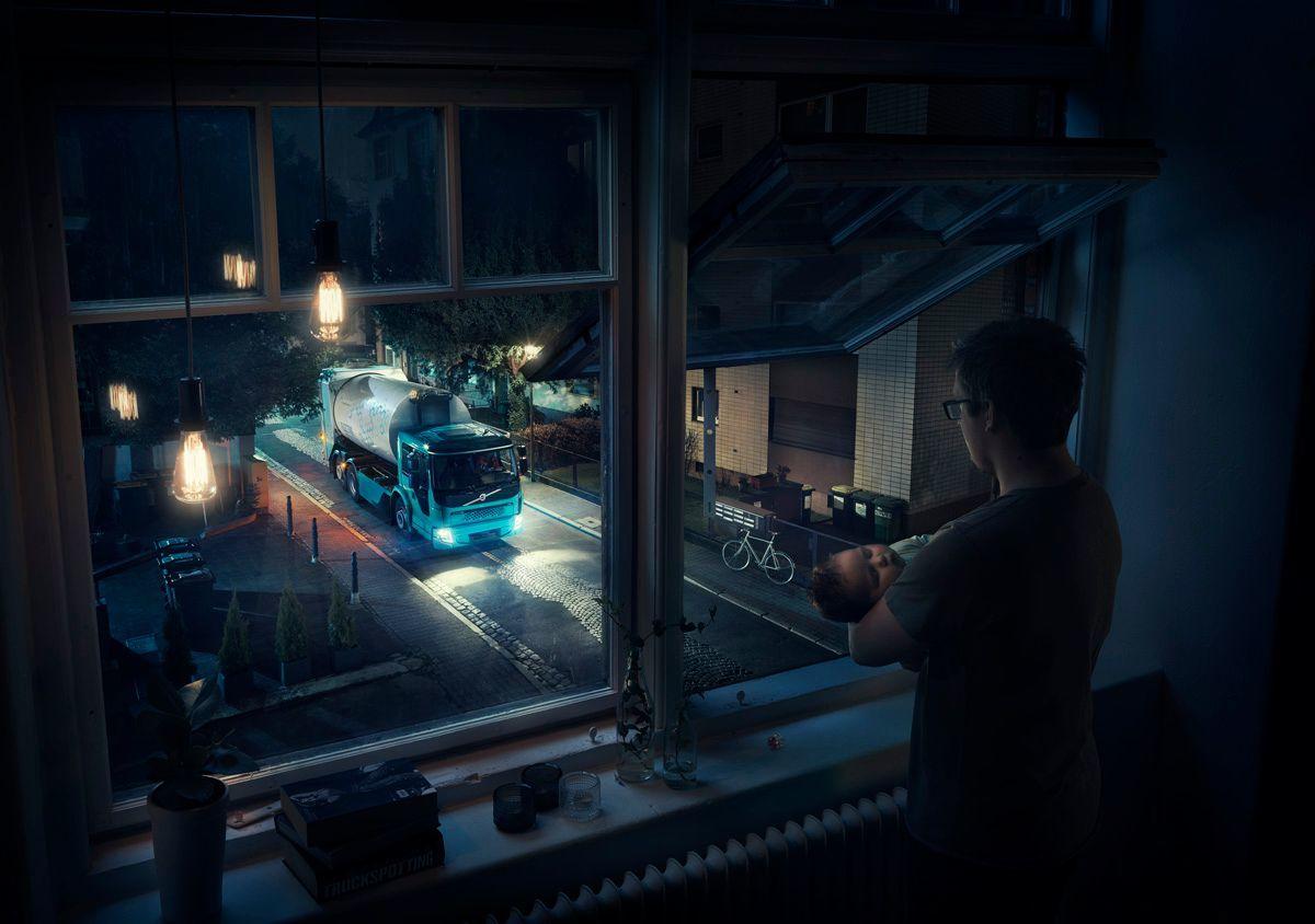Volvo построила «грузовик-невидимку» для ночных работ 1